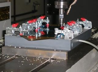 CNC Fräsen von Kunststoff Spiegel aus ULTEM